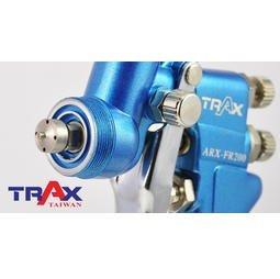 ARX-FR200[專業級重力式H.V.L.P低壓高流量小修補氣動噴漆槍] 2 - *完美平衡精密機械加工、極輕量化及強韌結構總成。 *H.V.L.P低壓高流量噴槍,低壓環境就可將漆料高度霧化,耗氣量低並減少漆料浪費。 *鋁合金鑄模槍身,兩段式扳機,易操作控制,減少失誤。 *噴頭及噴針均為不銹鋼製造,可用於水性漆料。 *噴塗範圍大小及漆料流量均可控制。 *附漆料過濾器有效提升施工品質。 *適用於鈑金噴漆、補漆,木工裝潢小範圍精密噴塗!