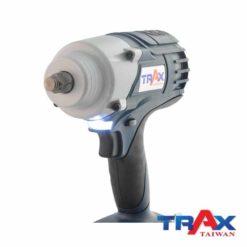 """TRAX ARX-7955 大扭力充電式衝擊電動扳手20V無刷馬達4分 7 - 1.超短機身 (205mm) ,2.95kg超輕巧,最大1000NM鬆脫扭力! 2.高效能無刷馬達,提高10倍以上壽命,電池增加30%使用時間! 3.智能設計防止過載或過熱造成工具和電池的損壞 4.四段功能選擇,高中低3段控制轉速和扭力,第4段""""R""""為螺栓拆卸模式,在拆卸螺栓時自動降低轉速,避免螺帽散落! 5.直覺式操作介面,大按鍵可以輕鬆切換功能! 6.皮帶扣設計,減輕攜帶的重量,增加使用的方便性 7.防水防塵:IP54 8.防止誤觸開關設計,誤觸開關後,馬達連續運轉5分鐘自動停止 9.正逆切換及鎖板機功能 10.使用日韓大廠電池芯,電池有力又耐用!"""