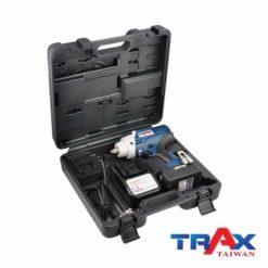 """TRAX ARX-7955 大扭力充電式衝擊電動扳手20V無刷馬達4分 10 - 1.超短機身 (205mm) ,2.95kg超輕巧,最大1000NM鬆脫扭力! 2.高效能無刷馬達,提高10倍以上壽命,電池增加30%使用時間! 3.智能設計防止過載或過熱造成工具和電池的損壞 4.四段功能選擇,高中低3段控制轉速和扭力,第4段""""R""""為螺栓拆卸模式,在拆卸螺栓時自動降低轉速,避免螺帽散落! 5.直覺式操作介面,大按鍵可以輕鬆切換功能! 6.皮帶扣設計,減輕攜帶的重量,增加使用的方便性 7.防水防塵:IP54 8.防止誤觸開關設計,誤觸開關後,馬達連續運轉5分鐘自動停止 9.正逆切換及鎖板機功能 10.使用日韓大廠電池芯,電池有力又耐用!"""