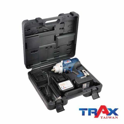 """TRAX ARX-7955 大扭力充電式衝擊電動扳手20V無刷馬達4分 6 - 1.超短機身 (205mm) ,2.95kg超輕巧,最大1000NM鬆脫扭力! 2.高效能無刷馬達,提高10倍以上壽命,電池增加30%使用時間! 3.智能設計防止過載或過熱造成工具和電池的損壞 4.四段功能選擇,高中低3段控制轉速和扭力,第4段""""R""""為螺栓拆卸模式,在拆卸螺栓時自動降低轉速,避免螺帽散落! 5.直覺式操作介面,大按鍵可以輕鬆切換功能! 6.皮帶扣設計,減輕攜帶的重量,增加使用的方便性 7.防水防塵:IP54 8.防止誤觸開關設計,誤觸開關後,馬達連續運轉5分鐘自動停止 9.正逆切換及鎖板機功能 10.使用日韓大廠電池芯,電池有力又耐用!"""