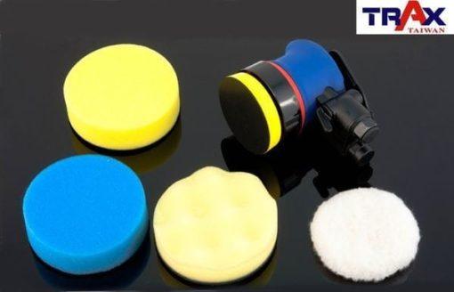 ARX-OB3[日本培林氣動3吋2.5mm偏軸氣動打蠟機/研磨機/DA打蠟機]+海綿組 3 - <div>使用單顆日本進口培林,重量輕、運轉順暢、壽命長</div> <div>使用4吋海綿可直接塞入罐頭蠟、棕櫚蠟</div> <div>2.5mm偏擺,適用小範圍非平面區域打蠟研磨,專打重機、自行車、汽車彎角處</div> <div>人體工學防滑橡膠設計,體積嬌小好握 、 好操作</div> <div>超輕量化塑鋼機身,加轉盤只0.7kg</div> <div>雙配重專利設計,超低振動,超低噪音</div> <div>可微調轉速,打蠟、研磨都好用</div>