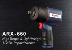 ARX-660 [1/2英吋4分雙環錘擊式塑鋼輕量化大扭力氣動扳手] 10 - 全新剛性結構設計,有效延長適用壽命,降低漏氣扭力降低之可能性! 1.9kg超輕量化塑鋼本體 ,人體工學握把,長時間使用也不易手酸! 雙環錘擊式驅動,爆發平順800 ft-lbf大扭力。 鍛造鐵管汽缸 ,耐磨性佳;鋁合金前後蓋經高硬度表面處理,壽命更耐久! 單手操作3段正轉1段反轉開關設計,輕鬆調整扭力! 汽車修護、重機維修組裝、大型機具修護必備工具!