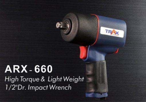 ARX-660 [1/2英吋4分雙環錘擊式塑鋼輕量化大扭力氣動扳手] 6 - 全新剛性結構設計,有效延長適用壽命,降低漏氣扭力降低之可能性! 1.9kg超輕量化塑鋼本體 ,人體工學握把,長時間使用也不易手酸! 雙環錘擊式驅動,爆發平順800 ft-lbf大扭力。 鍛造鐵管汽缸 ,耐磨性佳;鋁合金前後蓋經高硬度表面處理,壽命更耐久! 單手操作3段正轉1段反轉開關設計,輕鬆調整扭力! 汽車修護、重機維修組裝、大型機具修護必備工具!