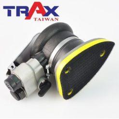 TRAX ARX-3310 三角氣動砂光機/研磨機/烤漆砂光機 7 - <div>三角形研磨盤,直線、尖角及細縫處均可有效研磨,專門處理圓盤無法處理到的地方。</div> <div>採用高負荷專用軸承,運轉順暢、耐操有力</div> <div>人體工學防滑橡膠設計,體積小好握 、 好操作</div> <div>3.2mm偏軸旋轉切銷力強,精緻烤漆研磨砂光專用</div> <div>超輕量化機身,只有0.7kg</div> <div>可微調轉速,拋光、研磨都好用</div> <div>汽車、重機、自行車、板金拋光、壓克力、玻璃拋光輕鬆上手!</div>