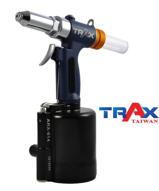 "ARX-614S [6.4mm(1/4"")鋁拉釘/鐵拉釘/不鏽鋼拉釘/氣動拉釘機/氣動液壓拉釘機] 4 - <div>•3,528 lbf瞬間液壓大拉力,拉釘斷面漂亮,鉚合力強!</div> <div>•1. 78kg輕量化機身</div> <div>•人體工學防滑手柄</div> <div>•輕鬆壓短版機,好握,好操作!</div> <div>•L型活動接頭,輕鬆工作不斷氣</div> <div>•可拉6.4mm(1/4"")不銹鋼釘</div>"