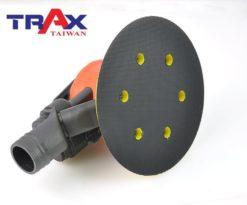 TRAX ARX-OB51-C6 (6吋5mm偏擺專業級中央式集塵氣動研磨機) 7 - <div>專業級精密配重調教,防塵專業級二合一單顆培林,超低震動及平穩運作,重量輕、運轉順暢、壽命長!</div> <div>5mm偏擺,11,000高轉速,適合各式研磨使用!</div> <div>人體工學防滑橡膠設計,握感極佳、操作穩定。</div> <div>超輕量化塑鋼機身,加轉盤只有0.9kg</div> <div>可微調轉速。</div> <div>中央集塵式研磨機需搭配集塵機使用!</div> <div>適合專業烤漆、鈑金、拋光、研磨之最佳利器!</div>