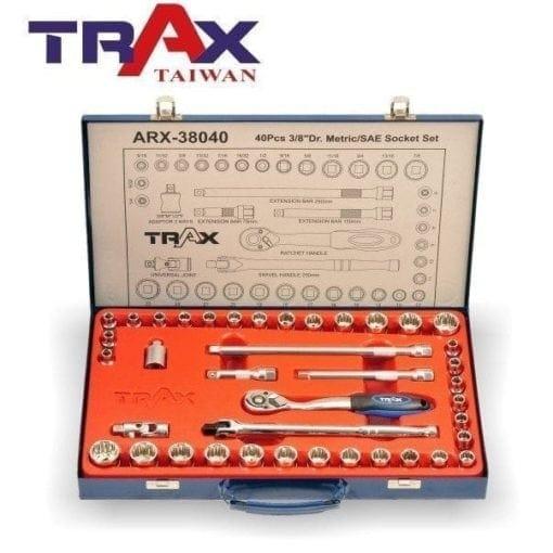 "ARX-38040[鏡面鉻釩鋼40件式38""(3分)快脫棘輪扳手英制&公制12角套筒組] 3 - <div>套筒12點凸面設計,以面平滑接觸螺絲,增加受力面積,有效避免螺絲損傷。</div> <div>3/8""(3分)72齒正逆轉快脫式棘輪扳手,套筒裝卸不費力,狹窄空間也能操作,增加工作有效率。</div> <div>內附延長竿及多方向接頭針對狹小空間使用。</div> <div>整組高質感鏡面鉻釩鋼材打造,除了好用更耐用!</div> <div>汽機車修護必備手工具組</div>"